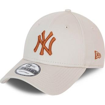 Casquette courbée beige ajustable avec logo marron 9FORTY League Essential New York Yankees MLB New Era