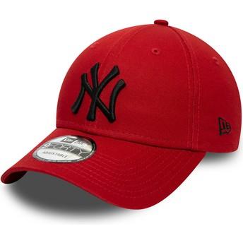 New Era Curved Brim Black Logo 9FORTY League Essential New York Yankees MLB Red Adjustable Cap